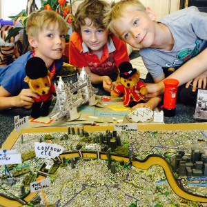 london-3d-puzzle-three-boys