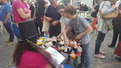 Animating kids at Bonn's Fest der Kulturen - kids find the corresponding doll to pictures of famous people from around the world -